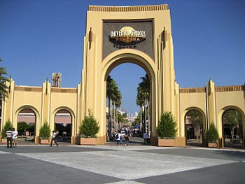 English: The entrance gate to Universal Studio...
